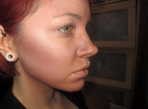 Contouring in a more theatrical style using an airbrush.